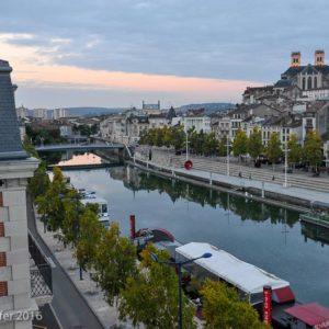 La Meuse vue de l'hôtel Les Jardins du Mess, quai de la République à Verdun