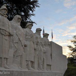 Le monument aux enfants de Verdun, oeuvre du sculpteur Claude Grange.